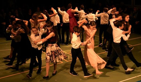 Zeitungsartikel<br>...und wir tanzen mit!<br>